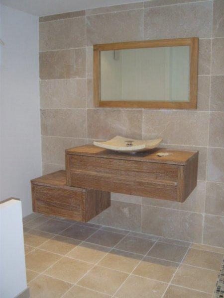 R novation compl te d 39 une salle de bain luynes lb for Aix carrelage le tholonet