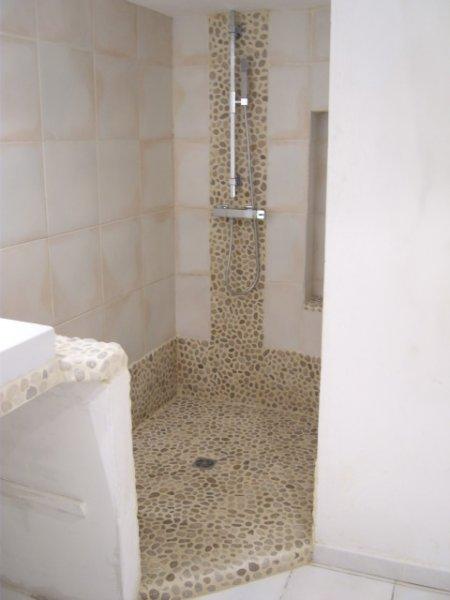 R novation d 39 une salle de bain marseille syst me de - Renovation salle de bain marseille ...