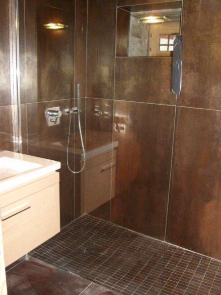 Cr ation de salles de bain dans un chalet valouise lb for Plancher chauffant salle de bain