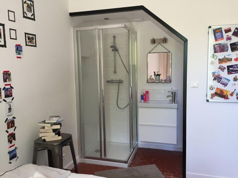 douche dans un placard